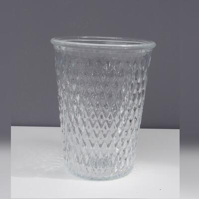 Glas mit Musterung